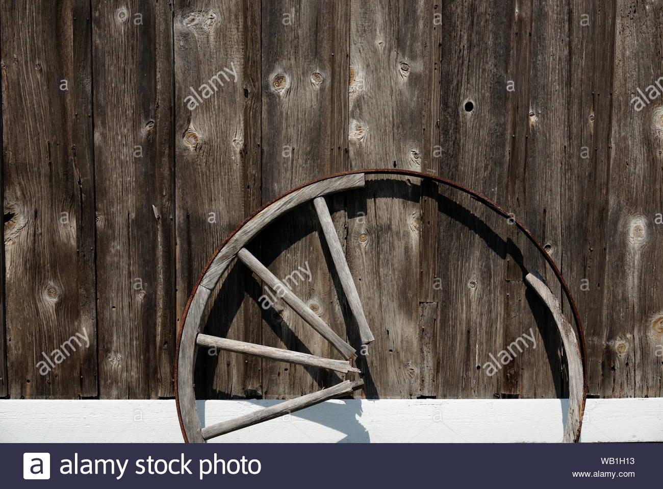 Altes Wagenrad Dekorieren Inspirierend Gebrochenes Wagenrad Stockfotos & Gebrochenes Wagenrad