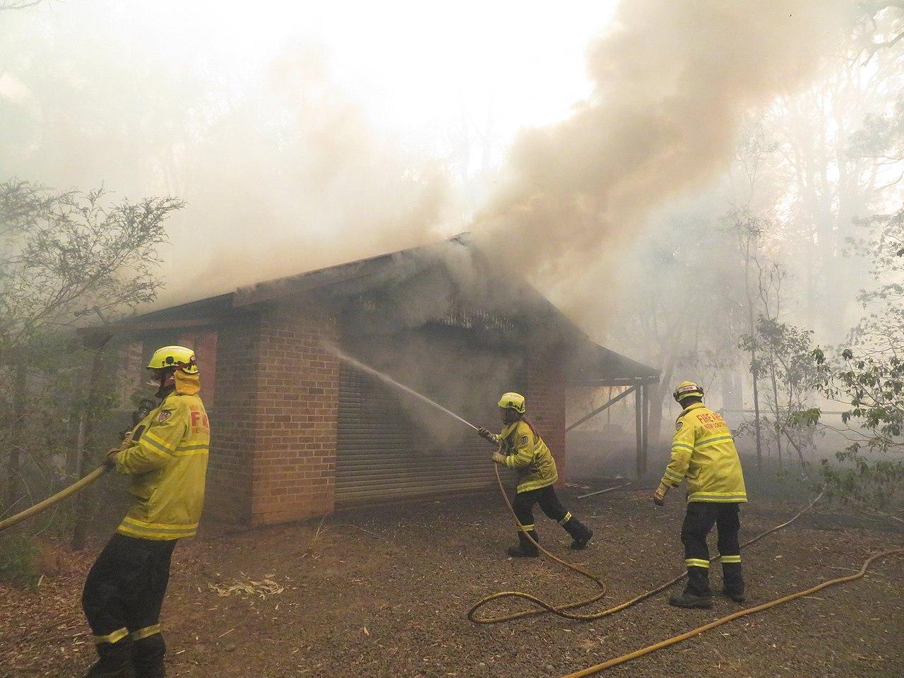 1280px Bushfire destroys house