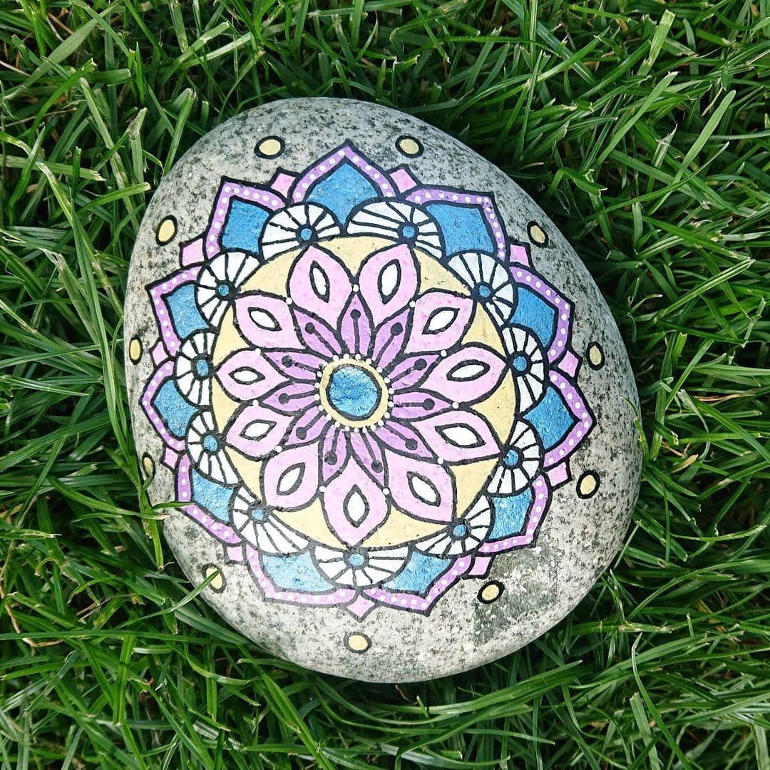 Besondere Gartendeko Neu Mandalablume Auf Stein Handpaintedrock Handgefertigt