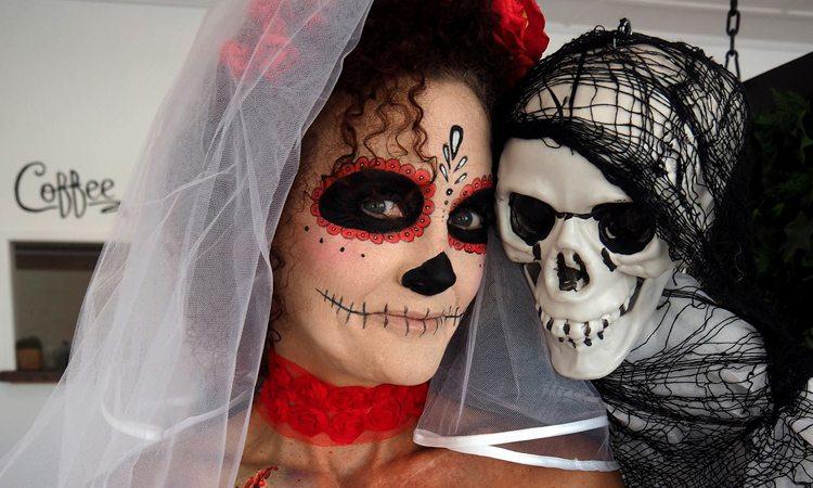 popular halloween costumes whos dressing