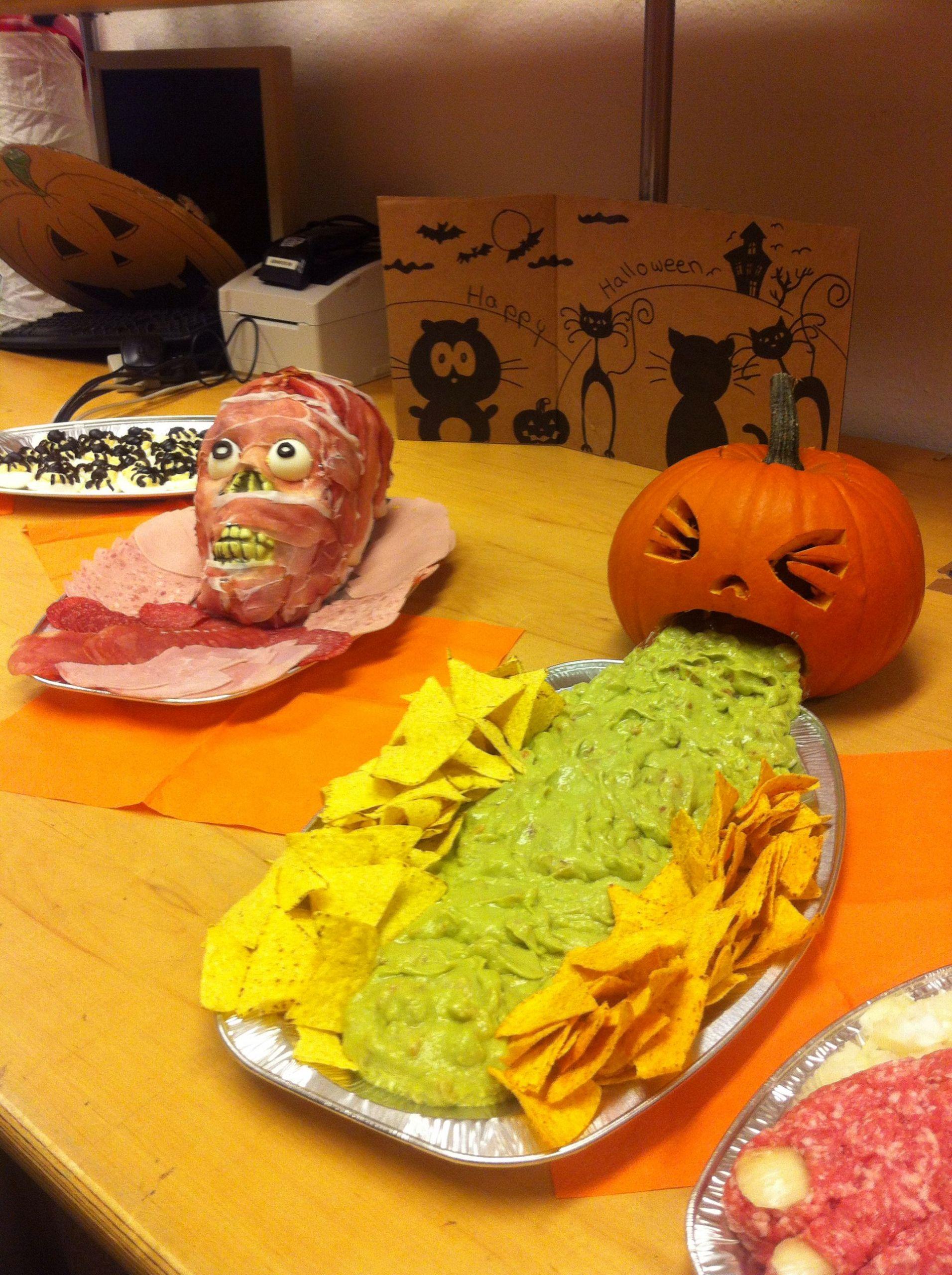 Deko Halloween Schön Halloween Food Buffet Kotzender Kürbis Mit Guacamole Und