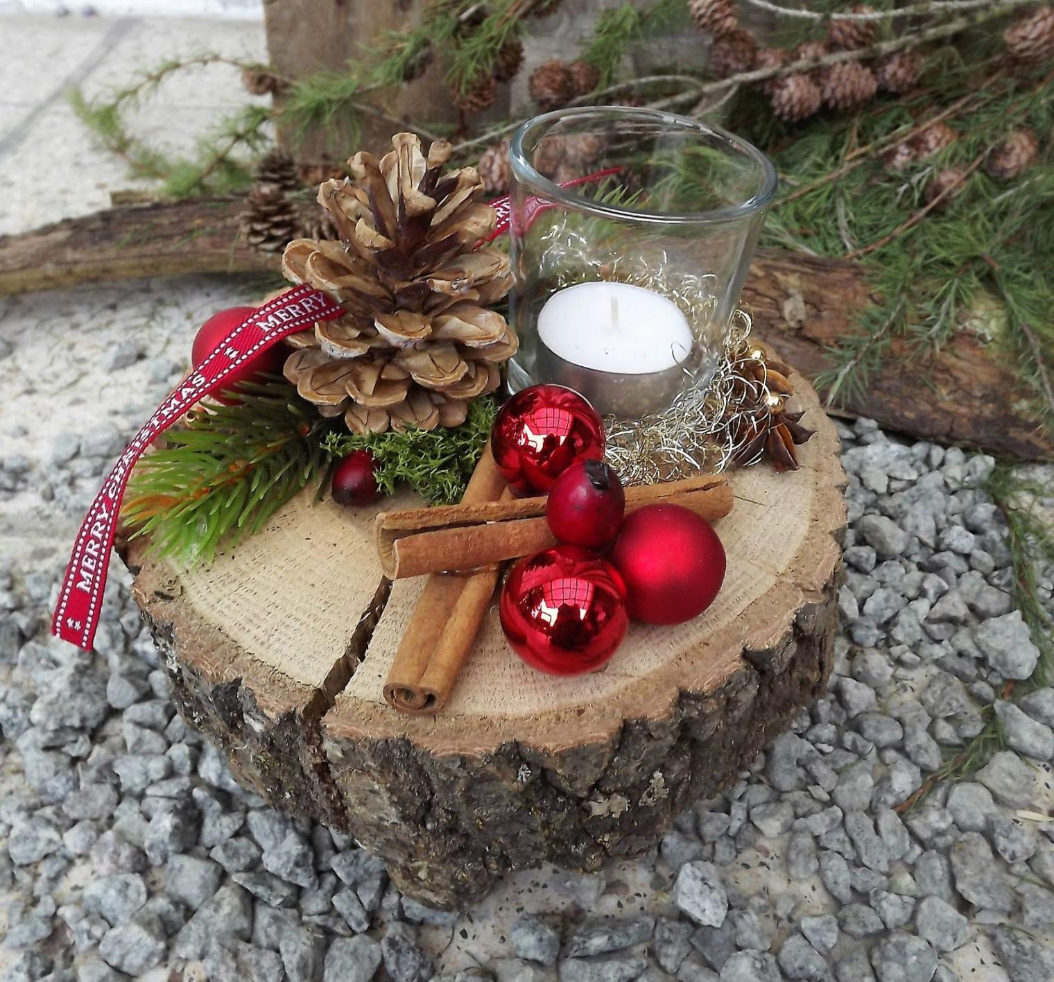 weihnachten advent holz gesteck teelicht auf holzscheibe rot natur 2 rustikale weihnachtsdeko selber machen rustikale weihnachtsdeko selber machen