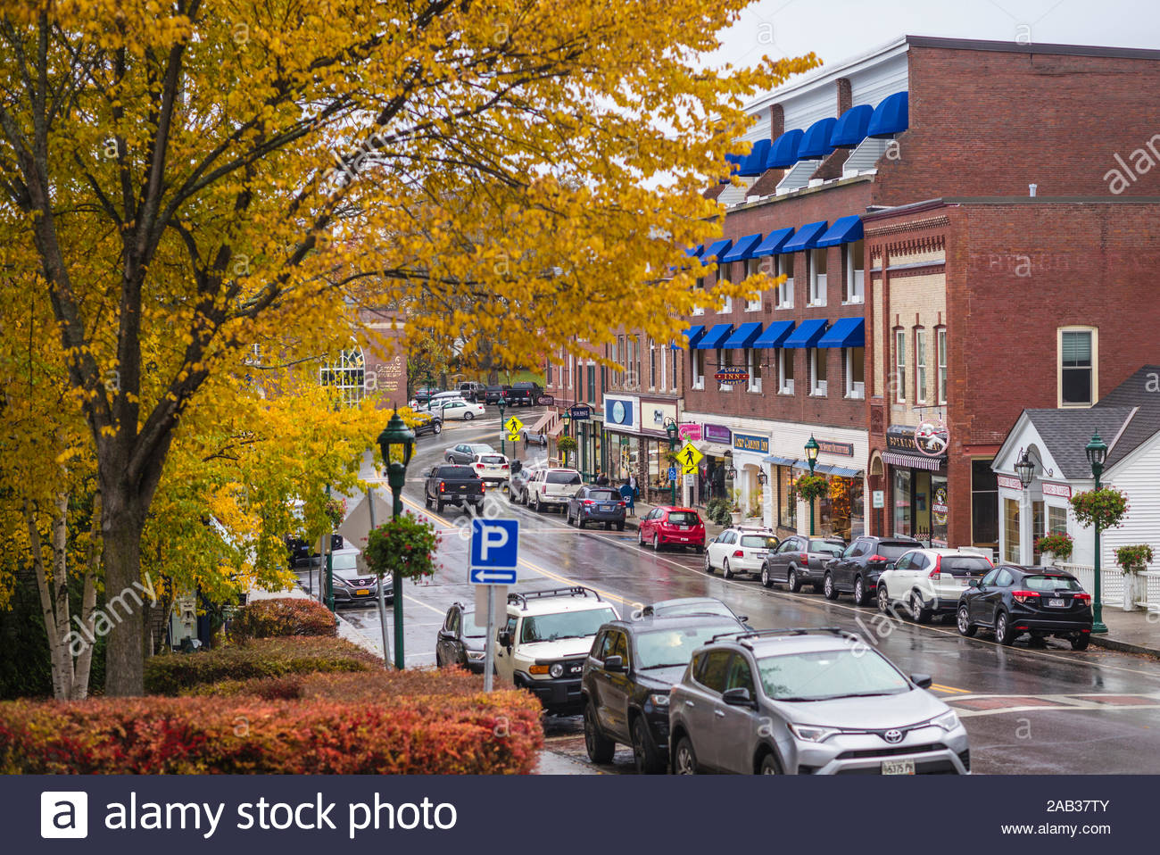 usa maine camden downtown along us rt 1 autumn 2AB37TY