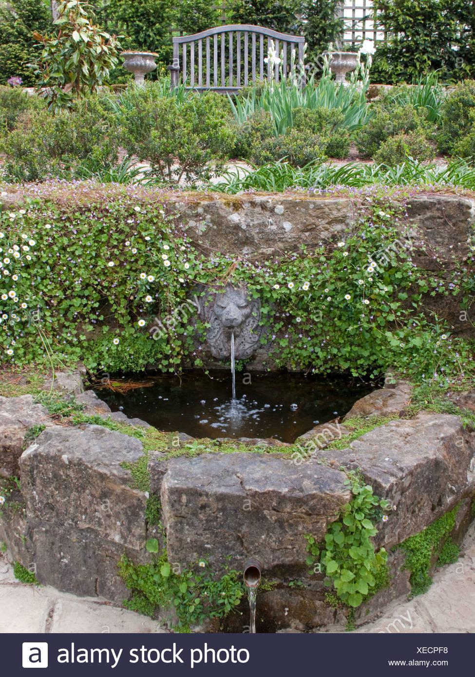 garten der lowe wasser auslauf uber den italienischen garten in borde hill futterung der kleinen bachlein in den pool oben ist eine terrasse xecpf8