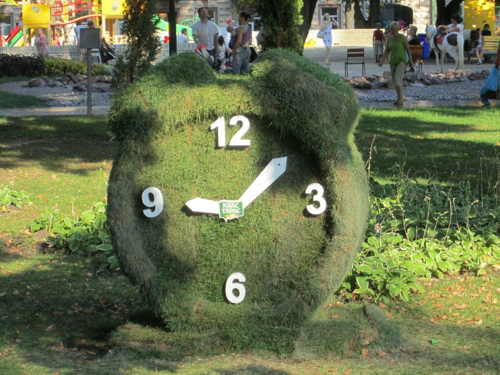 Gartenskulpturen Einzigartig Grass Sculpture Clock topiary