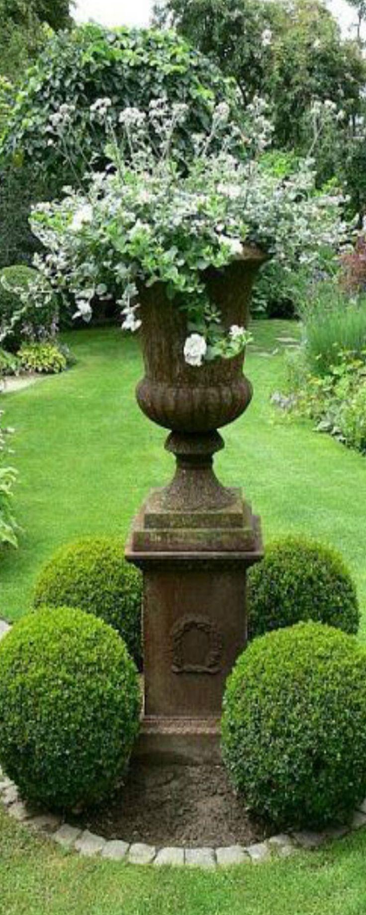 1e660d b2e663f a4c2e garden urns lush garden