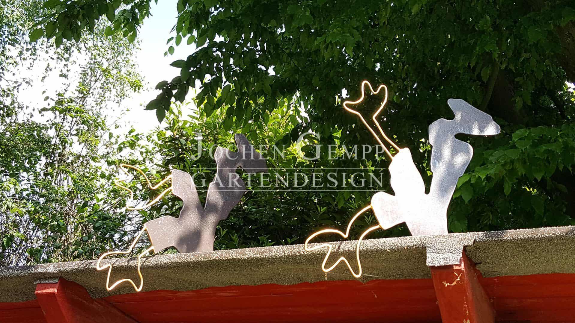 gartenskulptur metall edelstahl gold skulptur im garten e