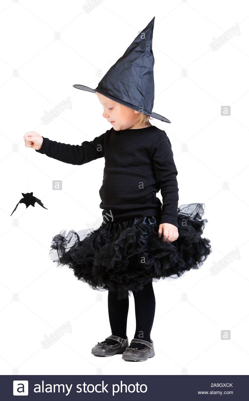 maedchen kind feiert halloween hexe kostuem 2A9GXCK