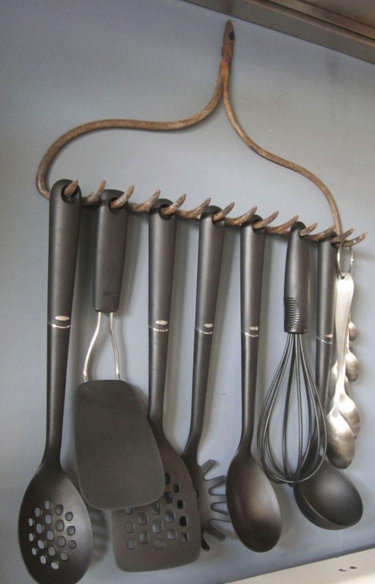deko ideen kuche selber machen halterungen rechen vintage metall untensilien