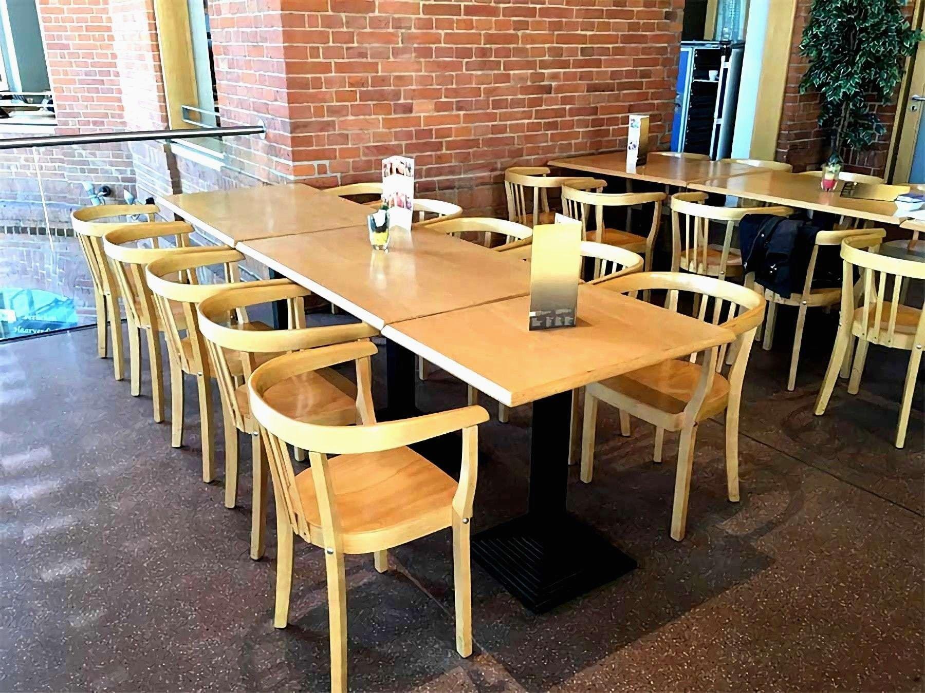 stuehle und tische fuer gastronomie terrasse strahlend treppengelaender verkleiden tbpmindset frisch