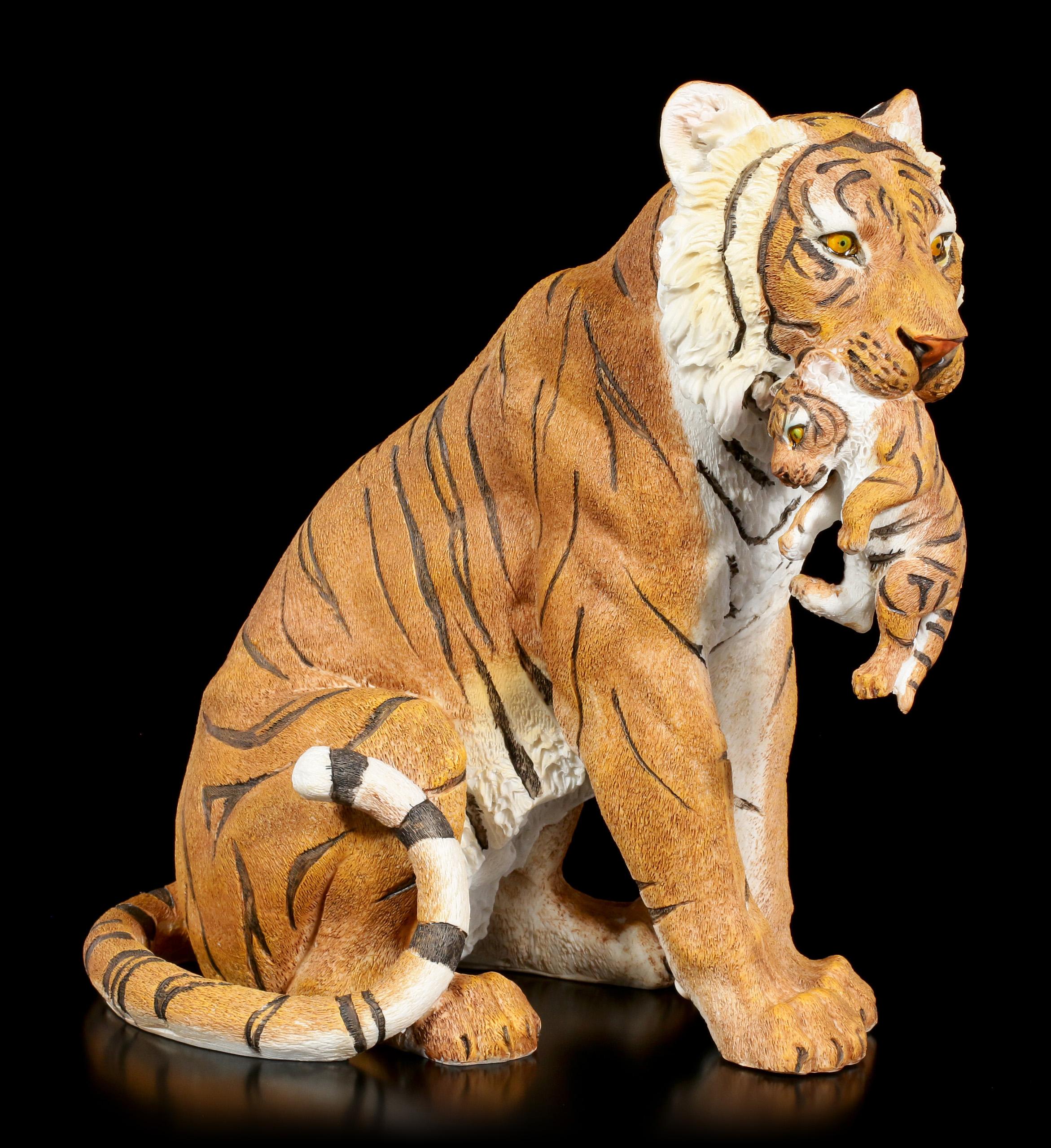 Gartenfigur Tiger Mama Mit Baby Im Maul