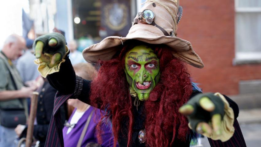 7 of the spookiest costumes from halloween weekend in salem