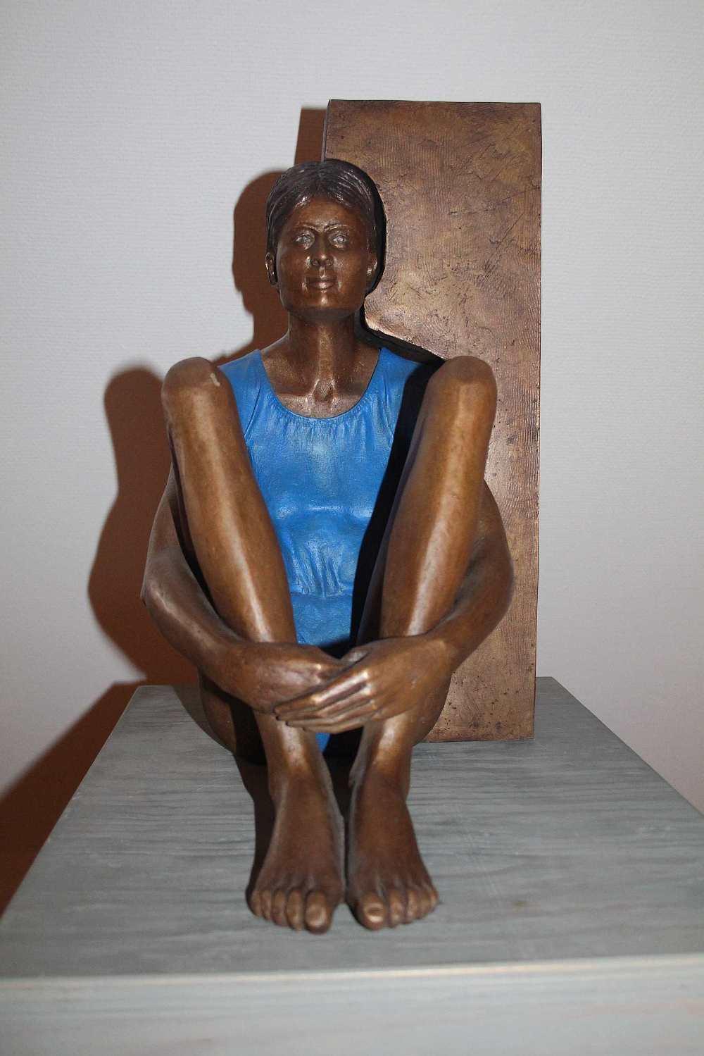 Guido Messer Sitzendes Mädchen 1998 1999 Foto Doris Hurst