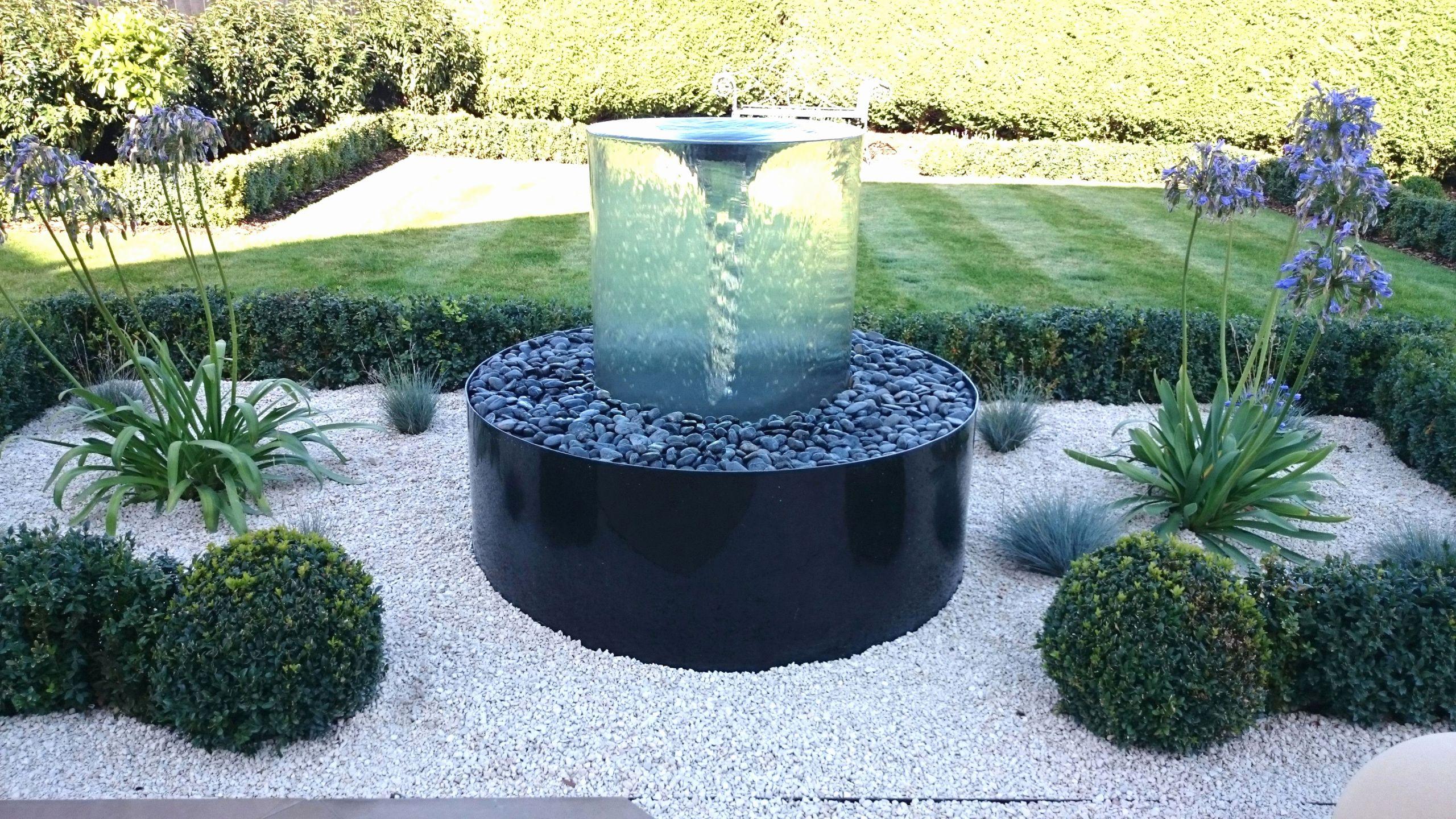 modern garden fountain awesome gartengestaltung bilder modern schon garten couch lounge moderne of modern garden fountain