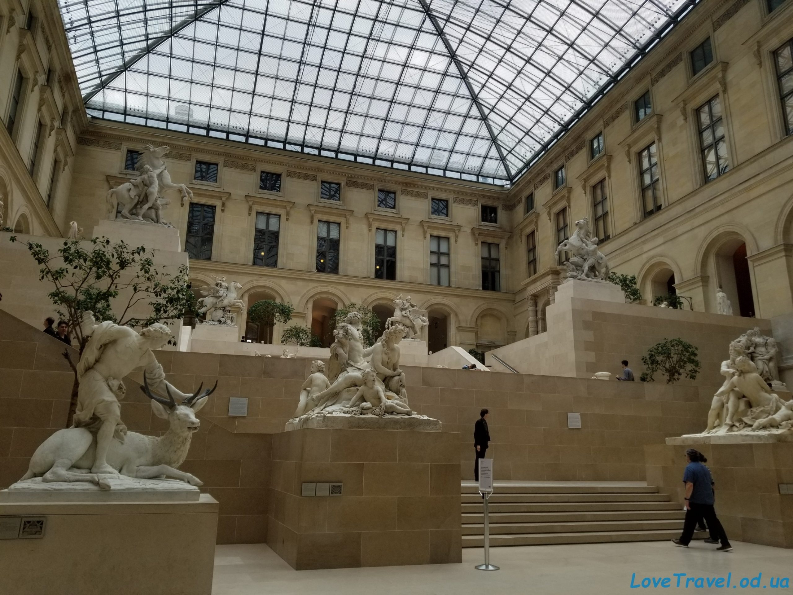 The louvre museum 4 scaled