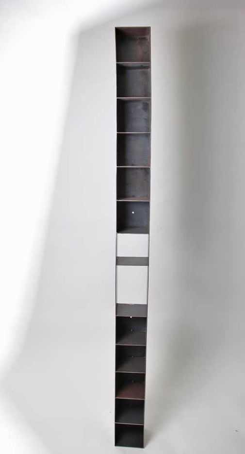 design cd staender cd regal lounge tower 138cm aus alu mit glas fuer 126cds metall rack silber trashed