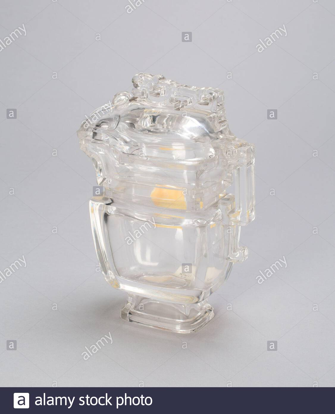 handled vessel in arhcaistic style china rock crystal with carved decoration 2AHT7H0