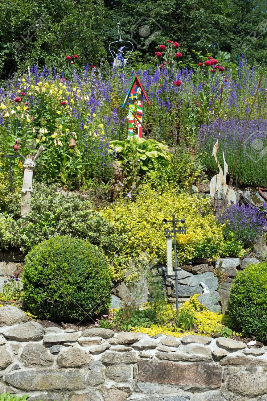 Steingarten Gestalten Schön Blumen Pflanzen