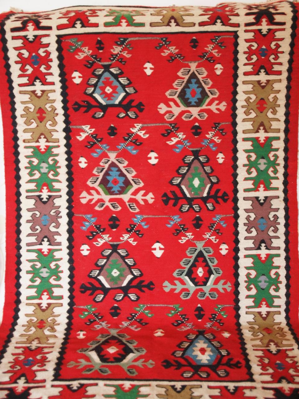 "Pirot carpet ""dulovi na lancu"""