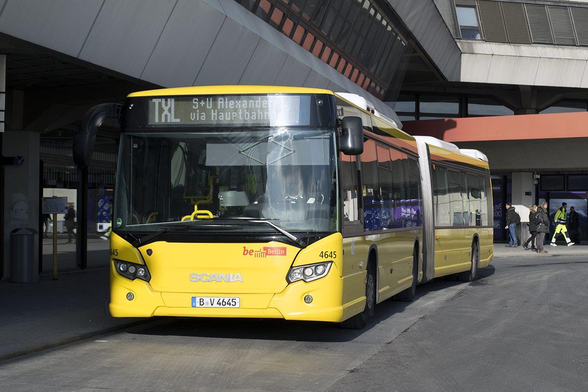 05 Tegel Bus TXL Natasha Samantha