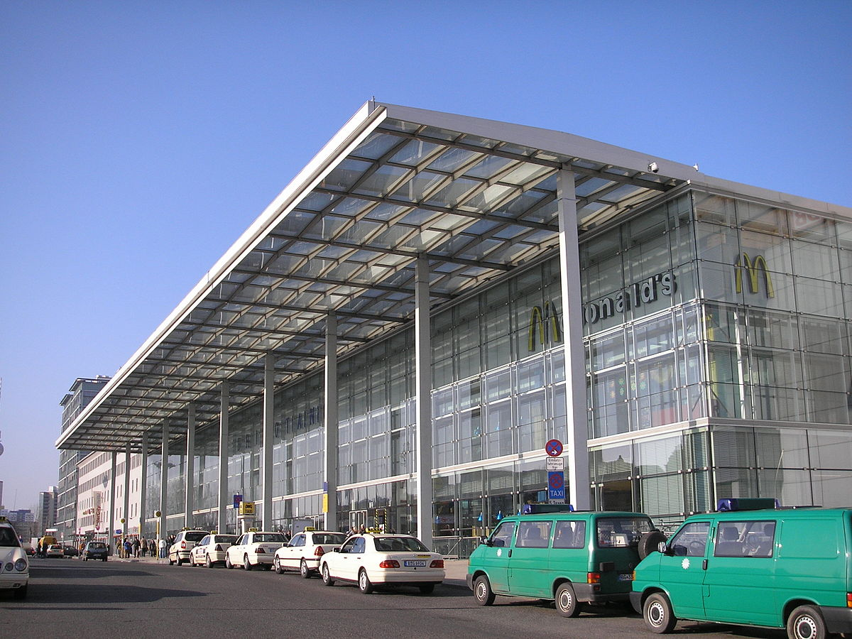 1200px Berlin Ostbahnhof2 JPG