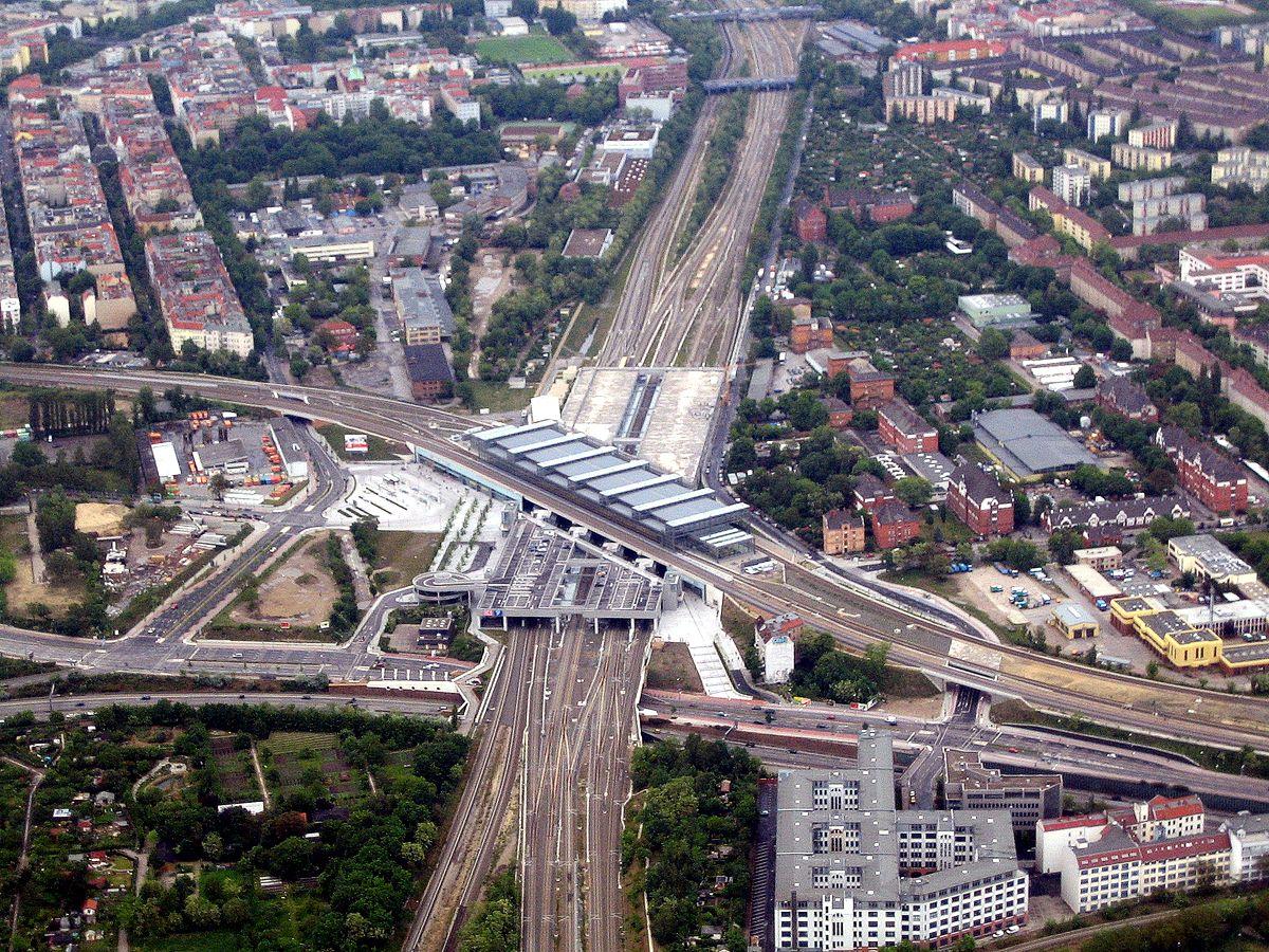 1200px Bahnhof Berlin Südkreuz denis apel JPG