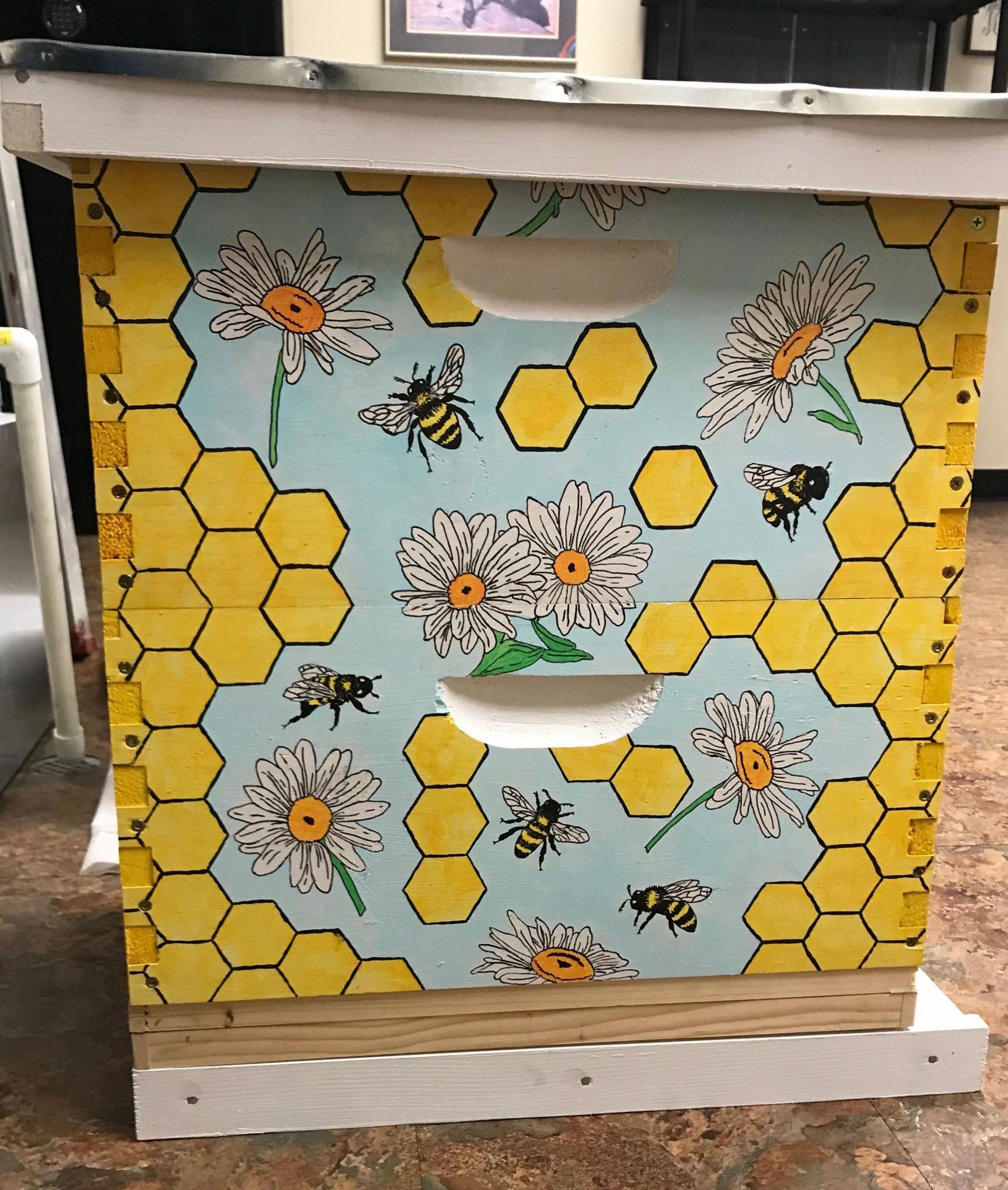 Bienenstock Im Garten Best Of Painted Bee Box Painted Bee Hive Painted Box Bees Daisy