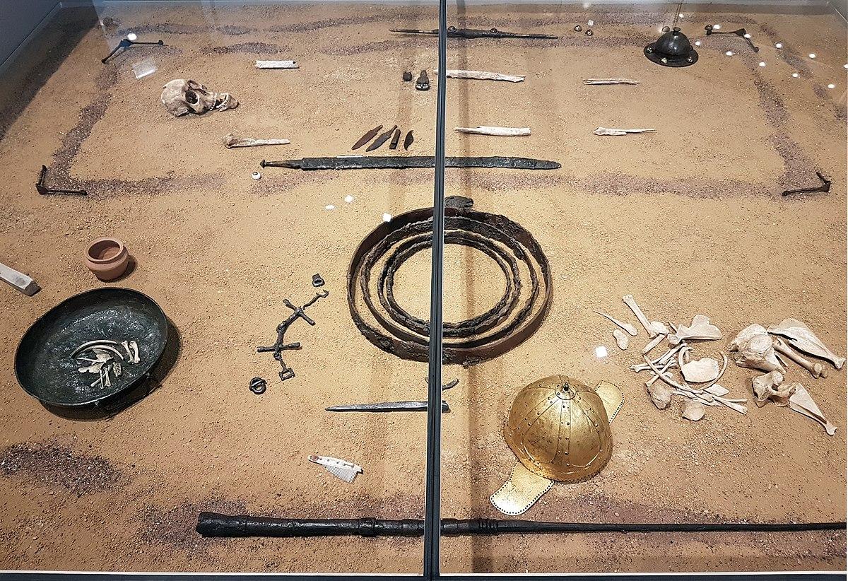 1200px 2018 Rheinisches Landesmuseum Bonn Kriegergrab von Morken