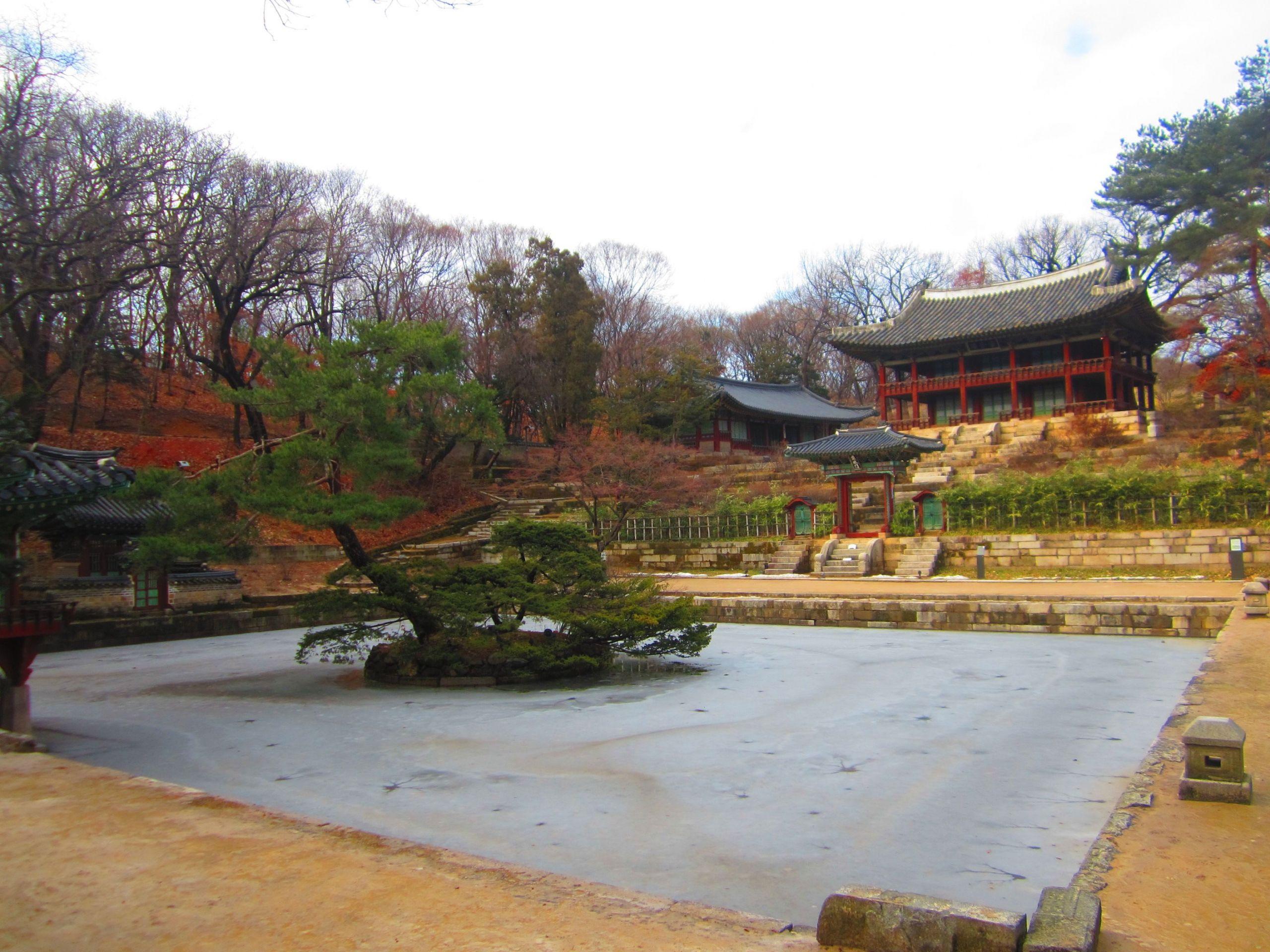 China Garten Luxus I Ice A Frozen Pond at the Secret Garden
