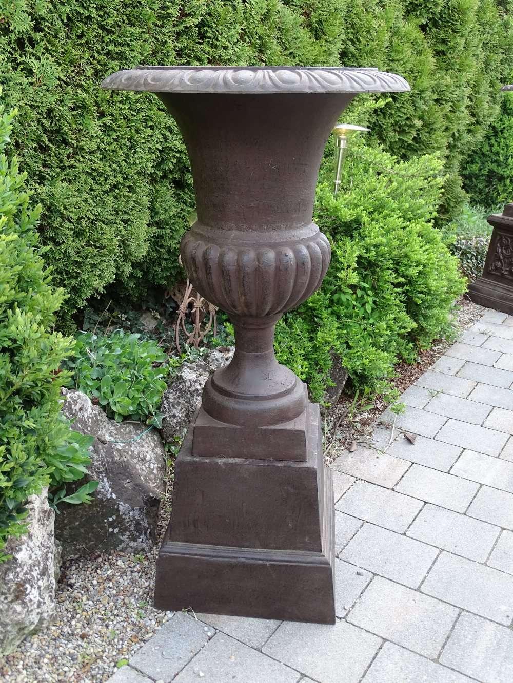 louvre vase 70 eisen auf sockel 02 1280x1280 2x