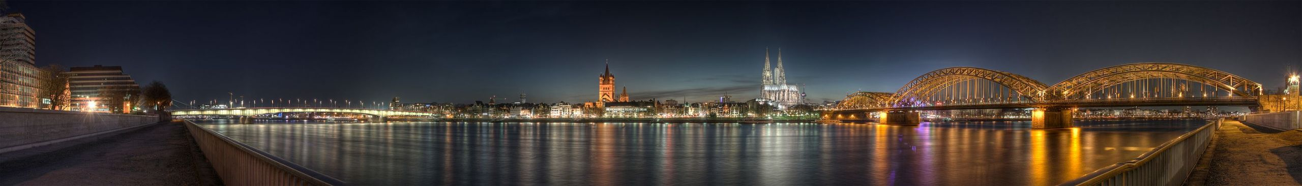 3000px Cologne Panoramic Image of the old town at dusk