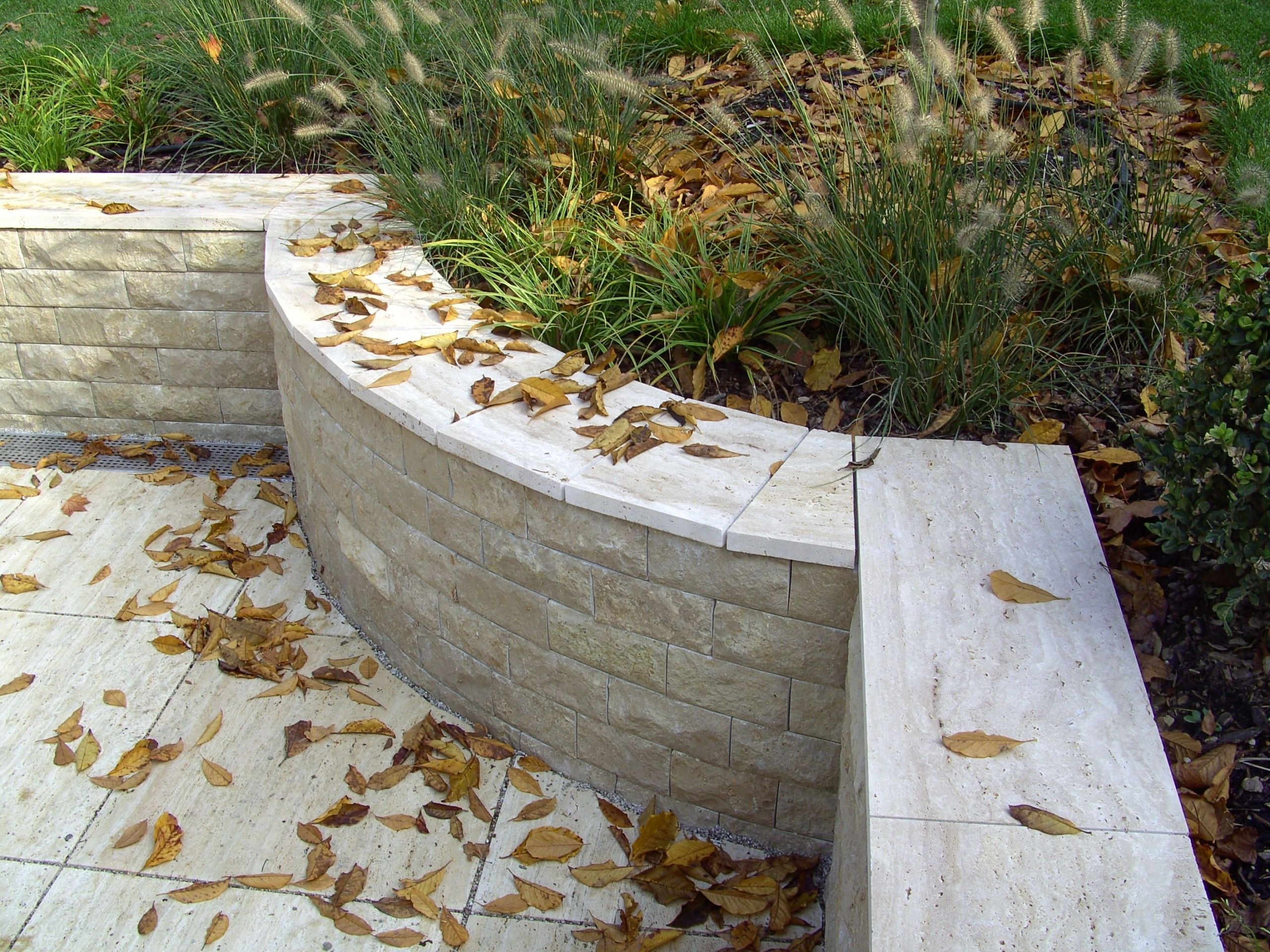 Garten Und Landschaftspflege Neu Die Fertigstellte Arbeit In Dem Garten Einer Unserer Kunden
