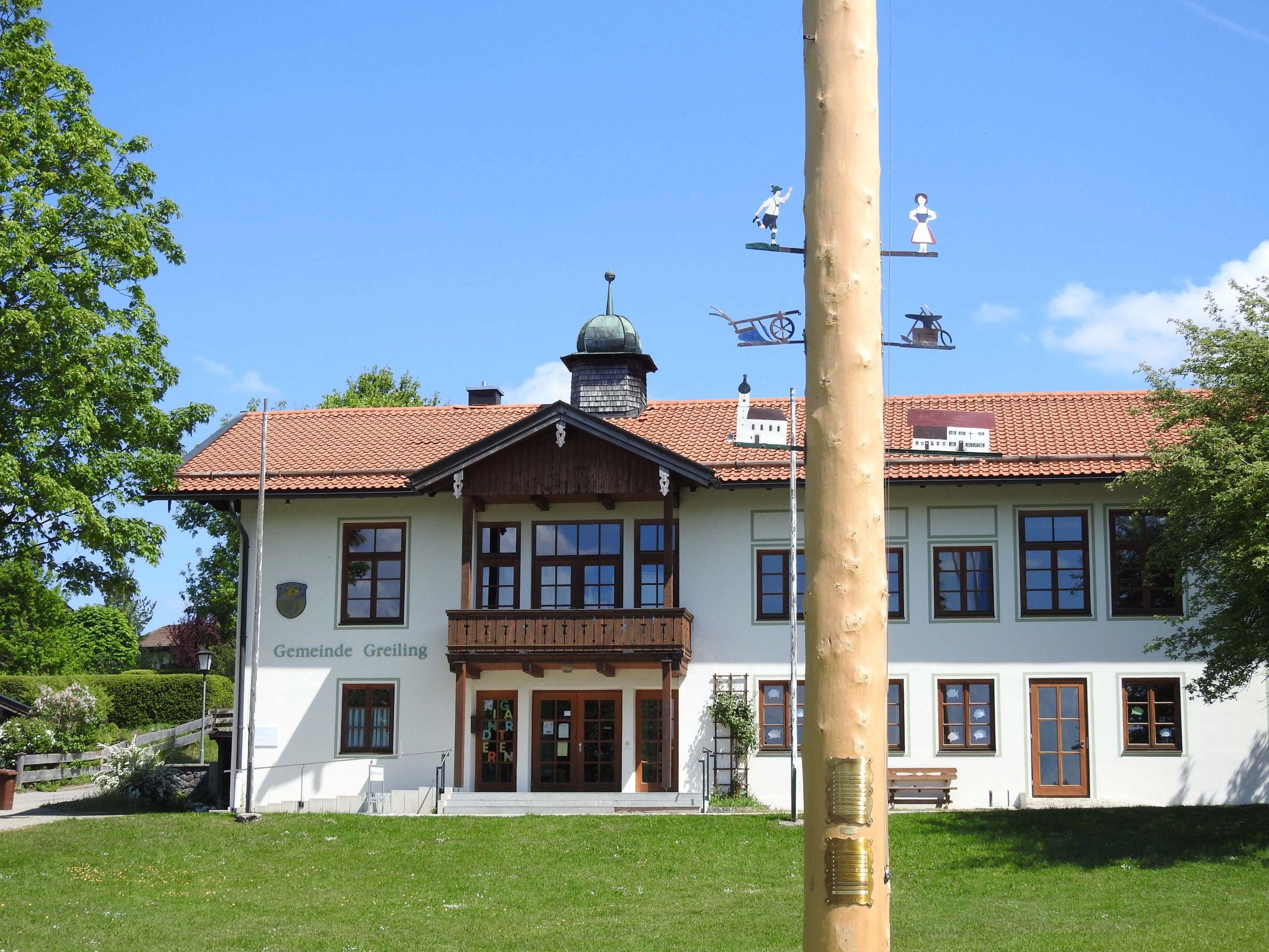 Greiling TÖL Schlossweg Rathaus v S Maibaum
