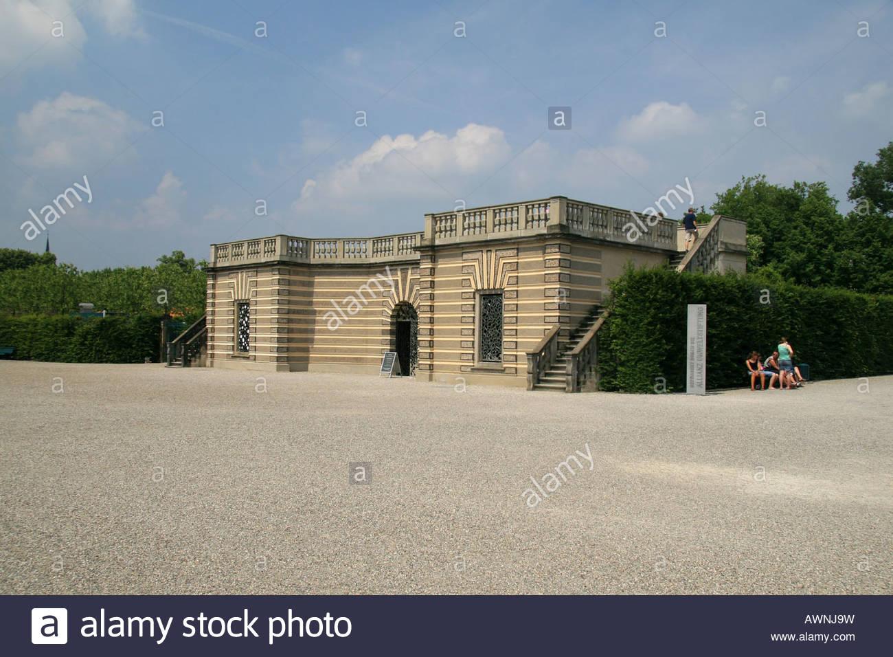the niki de saint phalle grotto in herrenhuser grten hanover germany AWNJ9W