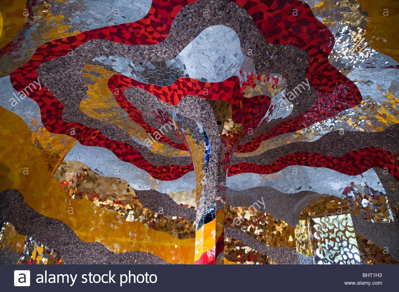 hannover great garden herrenhausen grotto by niki de saint phalle BHT1H3