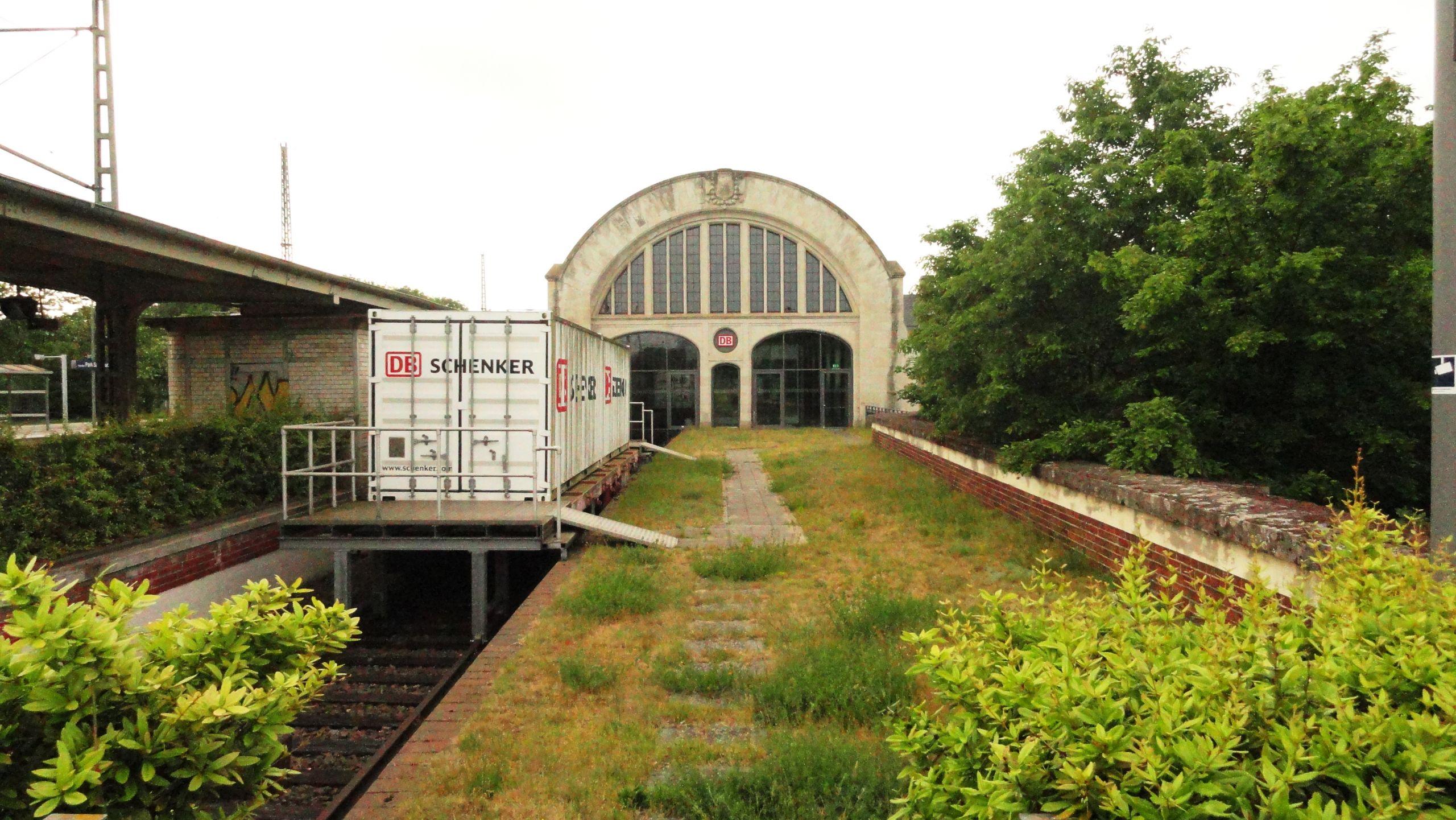 Potsdam Am Neuen Palais 1 Kaiserbahnhof 1
