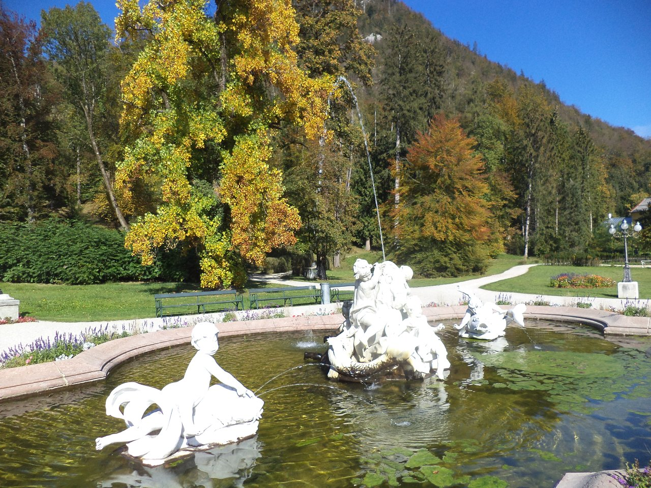 fountain near kaiservilla