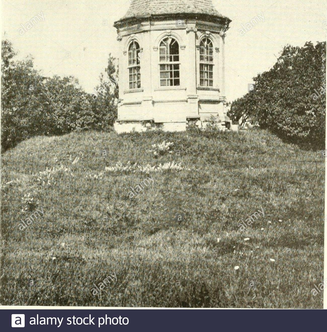 the livable house its garden gazebo of the royall house at medford massachusetts 167 t h c l i v a b i e h o u s e 2AXC6BY