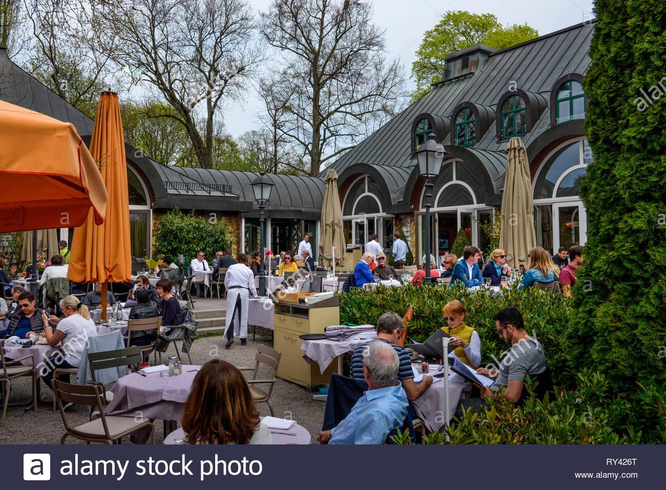 seehaus biergarten am kleinhesseloher see englischer garten muenchen bayern deutschland RY426T