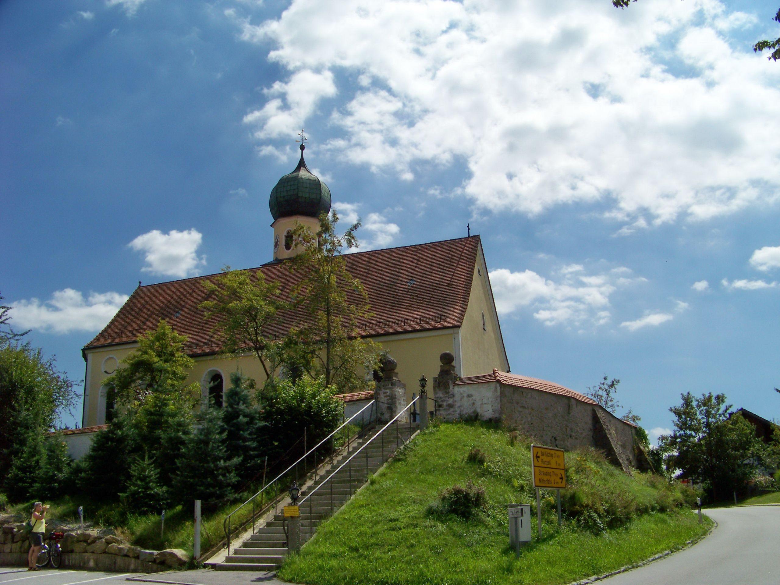Haselbach Straubinger Straße 17 Kirche Sankt Jakobus Nordansicht