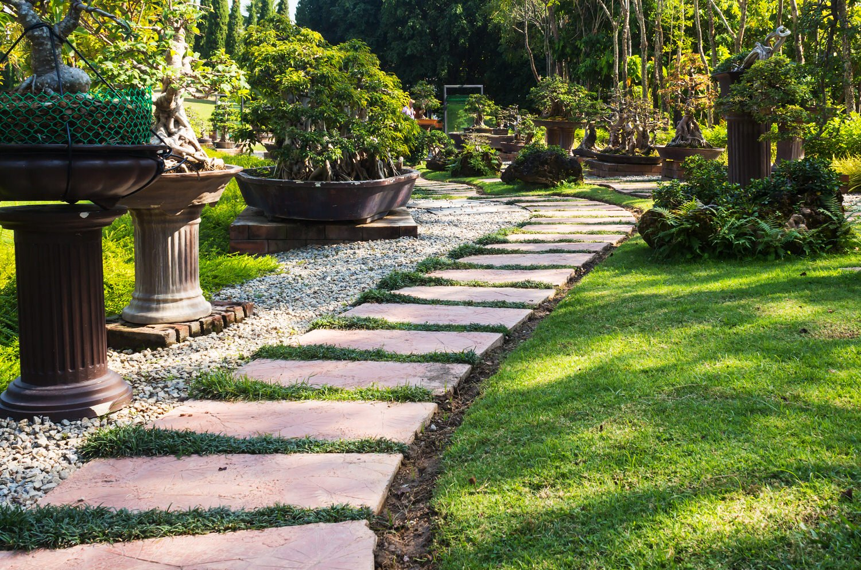 Wege Im Garten Anlegen Schön Bildquelle © Chaloemphan Shutterstock