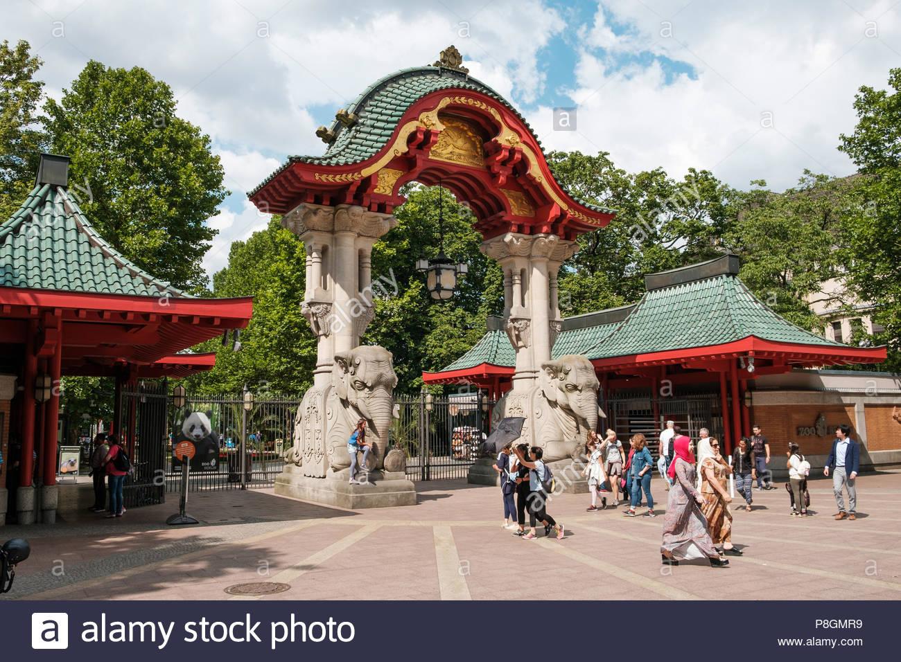 Zoologischer Garten Karlsruhe Frisch Zoo Entrance Gate Stock S & Zoo Entrance Gate Stock
